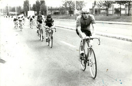 ( CYCLES  )( CYCLISTES  )  ( COURSE )( PHOTO MACRON )( AULNAY SOUS BOIS ) 27 AVR 1980 - Wielrennen