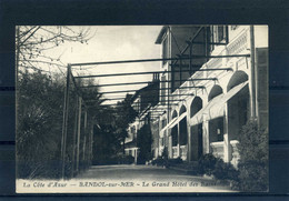 BANDOL (Var) - Le Grand Hôtel Des Bains (cpa 77) - Bandol
