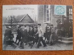 CPA - SELECTION - LE NEUBOURG - Sortie De L'école Des Garçons - Le Neubourg