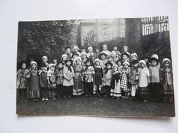 CARTE PHOTO : Groupe D'enfants En Costume Folklorique - Personaggi