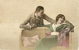 """10576 """"INNAMORATI SU DIVANETTO DI VIMINI""""(1916)-VERA FOTO -CART NON SPED - Couples"""