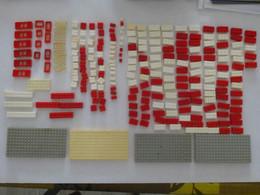 LEGO : LOT De Briques Diverses Et 4 Plaques De 16 X 8 Cm - Total 250 Pièces - Lose