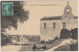 D17 - ILE D'AIX - L'EGLISE ET PORTE DE BOIS JOLY - Militaires 2 Couchés Dans L'herbe - Other Municipalities