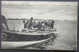 CPA 29 BRIGNOGAN - Rentrée Du Bateau De Sauvetage De Pontusval Après La Tempête - ND 399 - PLI -  Réf. F 250 - Brignogan-Plage