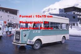 ReproductionPhotographie Ancienne D'un Bus V.F.D Citroen HY Aux Alpes D'Huez En 1974 - Reproductions