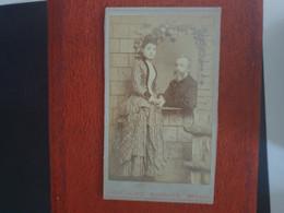 CDV Ancienne  Années 1880. Portrait D Un Couple élégant. Photographe ANTON DELBOY LA HAYE PAYS BAS - Alte (vor 1900)