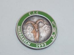 Pin's CONSEIL INTERNATIONAL DE LA CHASSE, MARRAKECH 1992, Signe FRAISSE - Associations