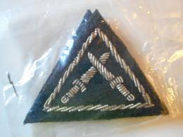 Ecusson Tissus Armée Belge Forme Triangulaire Emballé 2 Pièces - Blazoenen (textiel)