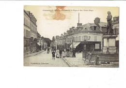 Cpa - 60 - LIANCOURT - 1918 - Un Coin De La Place Rue Victor Hugo Magasin Félix Potin Animation Bicyclette - Liancourt