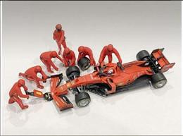Diorama Pit Lane FI - Change Tyres - 7 Figurines Mecanical - Scuderia Ferrari 2019 - American Diorama (1:43) - Figurines