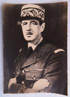 Carte Postale : Le Général De Gaulle, Bras Croisés - Politieke En Militaire Mannen