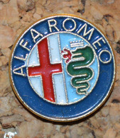 Rare Pin's Petit  Model Alpha Romeo - Alfa Romeo