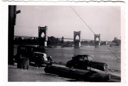 Photo Originale Excursion Au Pont De Langeais En Renault NN 2 1929 & Coupé Découvrable Simca 6 Vers 1950 - Mr Leblond - Cars