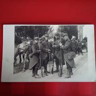 CARTE PHOTO HARFLEUR SUR LA ROUTE DU HAVRE SOLDATS 1914 - Harfleur
