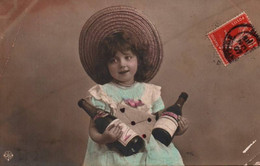 CPA - Fantaisie - Portrait De PETITE FILLE Tenant Bouteilles De Champagne - Edition D.L.G. - Portraits
