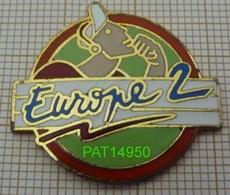 RADIO     EUROPE 2 Cercle Rouge Fond Vert  En Version EGF - Mass Media