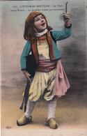 Enfant Breton Fumant Une Pipe - Escenas & Paisajes