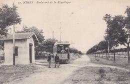 (30) NIMES . Boulevard De La République (Tramway N°15 Devant Le Bureau De L' Octroi / Pub Savon La Croix) - Nîmes