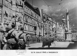 INNSBRUCK LE 14 JUILLET 1945 SERVICES DE PRESSE MINISTERE DE LA GUERRE 17X12CM - Krieg, Militär