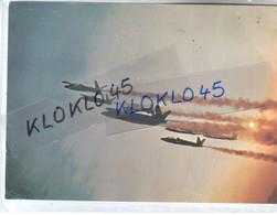 78 Villacoublay - Carte Couleur Grand Format - PATROUILLE DE FRANCE 1972 - Au Dos Photo De Chaque Aviateur Et Position - Aviatori