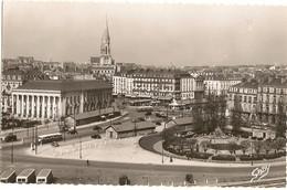 """44 -  NANTES - Le Square Jean Baptiste Daviais Et La Bourse  """"cpsm Pf"""" 129 - Nantes"""