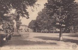 CPA - Jaujac - La Place Du Champ De Mars Et Le Monument Aux Morts - Otros Municipios