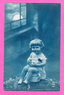 Enfants-156P90 Un Jeune Enfant Assis Sur Un Pot De Chambre, Cpa BE - Zonder Classificatie