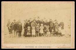 PHOTO CDV - Albuminée - Avant 1900 - Souvenir De LION SUR MER - Pêcheurs - Famille Avec Enfants - J. BRECHET - CALVADOS - Antiche (ante 1900)