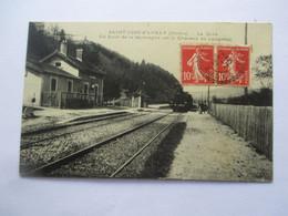 SAINT JUST D' AVRAY -  LA GARE -  En Haut De La Montagne Est Le Chateau De Longeval En 1921 - TBE - Otros Municipios