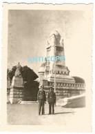 WW2 PHOTO ORIGINALE Soldats Allemands Dvt Monument Aux Morts De BESANCON 25 DOUBS 1942 - 1939-45