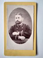 Photographie CDV  Militaire Sous- Lieutenant ? Infanterie - 144 Sur Col - Photo Jouve , Oran - BE - Oorlog, Militair