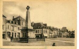 29- FINISTERE - LANDIVISIAU -Le Monument Aux Morts Et Place De L' Eglise - Landivisiau