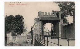BELGIQUE - BRUGES - La Sortie Du Béguinage - Animée (Y41) - Brugge