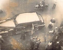 Photo Ancienne Remise De Fleurs à Un Officier Supèrieur Devant La Mairie De Rouen 1944.45 Ww2 Libération De Gaulle ?? - War, Military