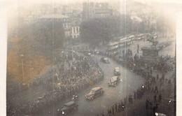 Photo Ancienne Cortège  Devant La Mairie De Rouen 1944.45 Ww2 Libération. Fête De La Victoire.De Gaulle ? - War, Military