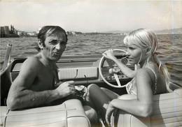 Photographie Originale  ULLA Et CHARLES AZNAVOUR Bonheur Complet Sur La Cote D'Azur 26 Juillet 1967 Robert Cohen - Beroemde Personen