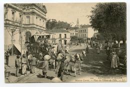 18/ CPA ALGER 121 Environ D'Alger Maison Carrée Place De L'Hôtel De Ville LL   (  Diligence Attelage ) - Algerien