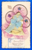 Paques-35P34 Heureuses Pâques, Carte Brodée, Une Cloche En Ajoutis, Ruban, Fleurs, Cpa - Easter
