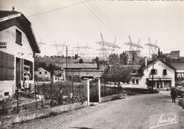 Genissiat Partie Du Village ( Départ De Lignes Haute Tension ) - Génissiat