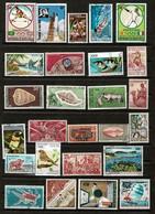 Ensemble De 100 Timbres Poste De Diverses Colonies Françaises  + Quelques Indépendances. Lot N°1 - Verzamelingen (zonder Album)