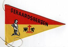 "GERAARDSBERGEN - Oude Wimpel / Fietsvlag - Afbeelding ""Manneke Pis""  - 11 X 17,5 Cm. - (in Perfekte Staat) - Geraardsbergen"