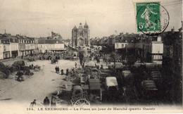 LE NEUBOURG - La Place Un Jour De Marché - Le Neubourg