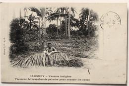 Dahomey _Vannier Indigène.Tresseur De Branches De Palmier Pour Couvrir Les Cases. - Dahomey