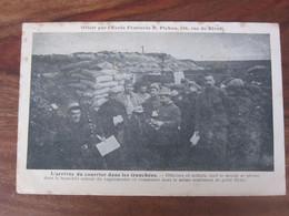 Carte Postale Guerre De 1914 L'arrivée Du Courrier Dans Les Tranchées - Guerra 1914-18