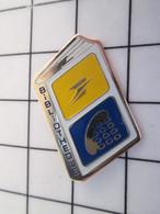 1319 Pin's Pins / Beau Et Rare / THEME : FRABCE TELECOM / BIBLIOTHEQUE LA POSTE Qui Aime Les Hommes De Lettres - France Telecom