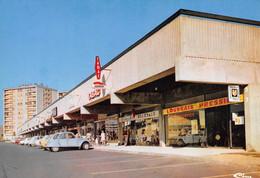 PONTOISE - Les Louvrais - Centre Commercial - Architectes R. Ledieu & Henry Gauthier - 2cv Citroën, Pressing, Librairie - Pontoise
