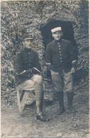 Carte-photo : Portrait Militaire - N° 2 Sur Le Col Du Militaire De Gauche - (18 Mai 1915) (BP) - Krieg, Militär