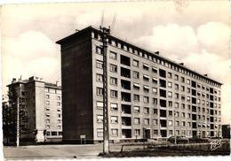 57 ..THIONVILLE .. LA CITE MEDOC .. COURS DE LATTRE DE TASSIGNY .... 1957 - Thionville