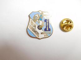 Superbe Pin's En EGF ,  Moto , Blue Knights , Canadas First , Monoton NB , Nouveau Brunswick , Canada - Motorfietsen