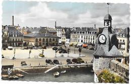 CONCARNEAU : LE BEFFROI ET LA PLACE JEAN JAURES - Concarneau